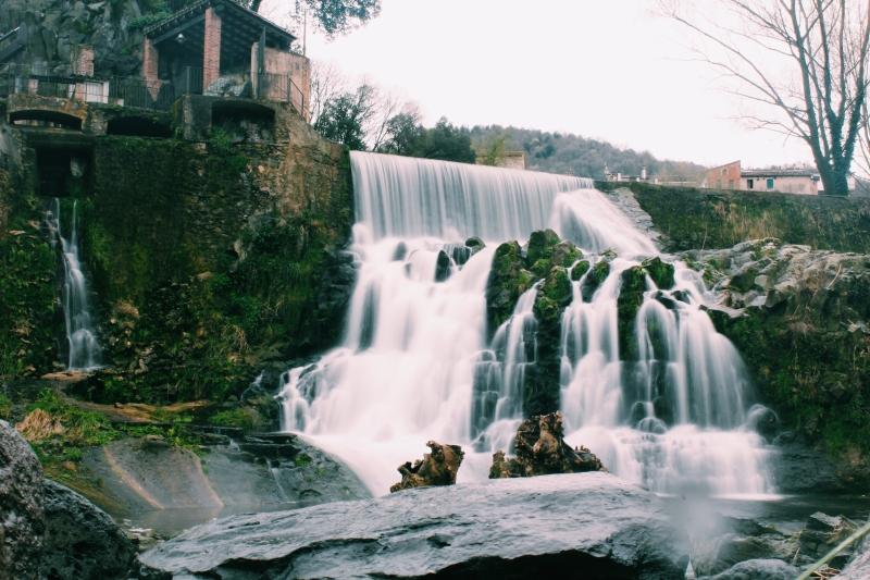 Cascada de Sant Joan les Fonts. // Fotografía: @peinandolatierra