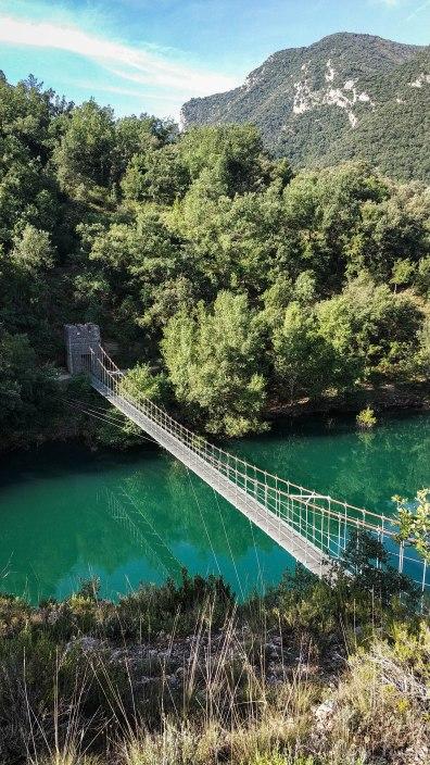 Vista general del primer puente colgante.